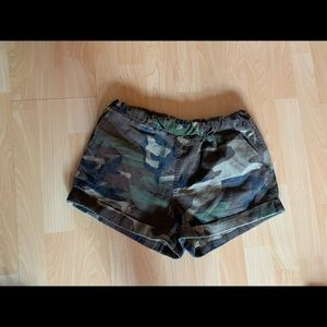 New forever 21 camo shorts